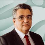 Dr. Gustavo Reyes